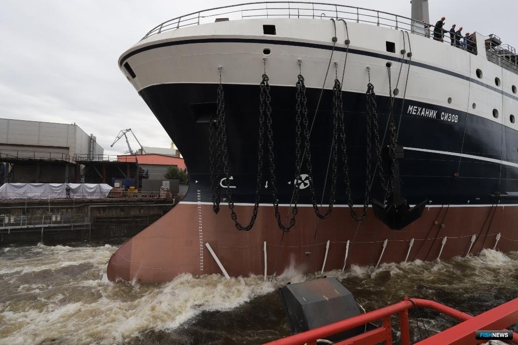 «Механик Сизов» — третий в серии из десяти 108-метровых судов, которую Адмиралтейские верфи строят по заказу Русской рыбопромышленной компании