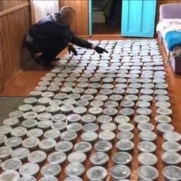 В Хабаровском крае изъяли свыше трехсот контейнеров с черной икрой. Кадр видео пресс-службы МВД России