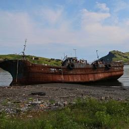 Брошенное судно на Курилах